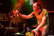 Robertez -voz y armónica- y Dani Garcés -batería- de Motociclón (Freakland Festival, Ponferrada, 2006)