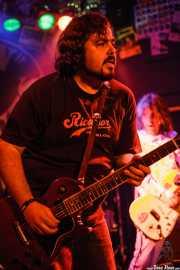 Armand Cardona -guitarra- y Xavi Cardona -voz y guitarra- de Biscuit (Freakland Festival, Ponferrada)
