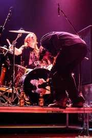 Tex Perkins -voz- y Tony Pola -batería- de Beasts of Bourbon, Kafe Antzokia, Bilbao. 2006
