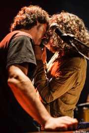 Oscar Gil -órgano, armónica- y Jony Moreno -voz- de The Soulbreaker Company (Kafe Antzokia, Bilbao, 2006)