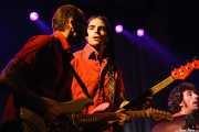 """David Krahe -guitarra-, Javi Vacas -bajo- y Antonio Álvarez """"Pax"""" -baterista sustituto- de Los Coronas, Festival Rock & Roll Explosion, Haro. 2006"""