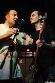Artemio Pérez -baterista- y Fino Oyonarte -bajista-, de Los Enemigos, Sala Albéniz, 2006