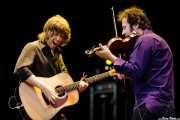 Mike Scott -voz, guitarra y teclado- y Steve Wickham -violín- de The Waterboys (Azkena Rock Festival, Vitoria-Gasteiz, 2006)