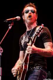 Jesse Hughes, cantante y guitarrista de The Eagles of Death Metal, Azkena Rock Festival, Vitoria-Gasteiz. 2006