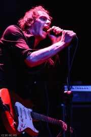 James Johnston, guitarrista, cantante y teclista de Gallon Drunk (Kafe Antzokia, Bilbao, 2006)
