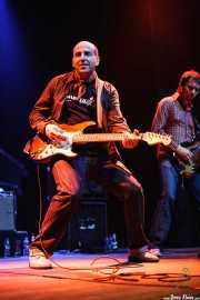 Paul Collins -voz y guitarra- y Juancho López -bajo de The Paul Collins Beat, Kafe Antzokia, Bilbao. 2007