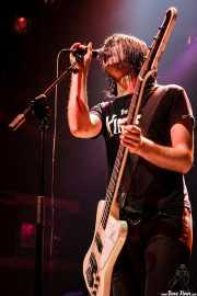Dolf de Borst, cantante y bajista de The Datsuns (Kafe Antzokia, Bilbao, 2007)