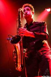 Joe González, saxofonista de Atom Rhumba (Kafe Antzokia, Bilbao, 2007)