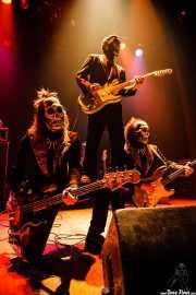 El Kahuna -bajo-, El Canibal -guitarra- y El Beat -guitarra- de Los Tiki Phantoms (Bilborock, Bilbao, 2007)