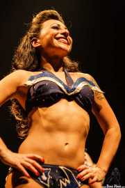 Angie Pontani, bailarina burlesque de Los Straitjackets & Kaiser George & The Pontani Sisters, Kafe Antzokia, Bilbao. 2007