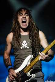 Steve Harris, bajista de Iron Maiden, Bilbao BBK Live, 2007