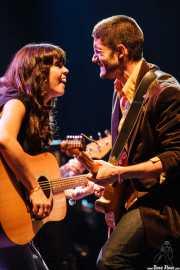 Sara Iñiguez -voz, teclado y guitarra- y Manolo Cauchola -guitarra- de Rubia, Kafe Antzokia, Bilbao. 2007