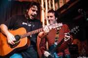 Petti -voz y guitarra- y Joseba Irazoki -guitarra- de Petti eta Etxeko Uzta (, , 2007)