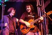 Roy Loney -cantante invitado- y Petti -voz y guitarra- de Petti eta Etxeko Uzta (, , 2007)