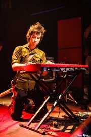 Rober!, cantante, guitarrista y teclista de Atom Rhumba (Kafe Antzokia, Bilbao, 2007)