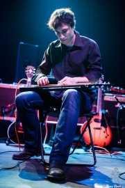 Ager Insunza, cantante, guitarrista, violinista, pedal steel guitar y teclista de Audience, Kafe Antzokia. 2008