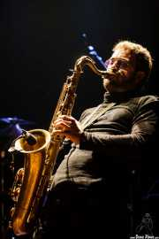 Mikel Piris, cantante, saxofonista, flautista y samplers de Mamba Beat, Bilborock, Bilbao. 2008