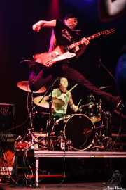 """Chris """"Frenchie"""" Smith -guitarra- y Steven T. Hall -batería- de Young Heart Attack, Kafe Antzokia, Bilbao. 2008"""