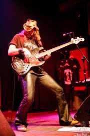 Levell Price, bajista de Eric Sardinas & Big Motor, , . 2008