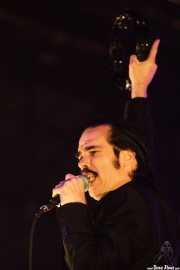 Nick Cave, cantante y teclista de Nick Cave & The Bad Seeds (Polideportivo Municipal José Antonio Gasca, Donostia / San Sebastián, 2008)