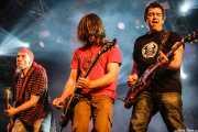"""Enrique Villarreal """"El Drogas"""" -bajo y voz-, Javier Hernández """"Boni"""" -guitarra y voz- y Alfredo Piedrafita -guitarra- de Barricada, Festival Viña Rock, Villarrobledo. 2008"""