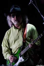 Scott McCaughey guitarrista de gira de R.E.M. (Bilbao BBK Live, Bilbao, 2008)