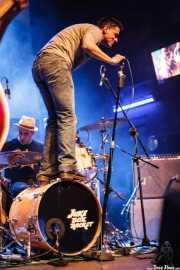 Javier Zaitegui -voz- y  Javi Caballero -batería- de Jukebox Racket (Kafe Antzokia, Bilbao, 2008)