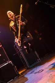 Ali McMordie, bajista de Stiff Little Fingers, Kafe Antzokia. 2009