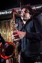 Igor Álvarez, saxofonista y guitarrista de Paniks (El Balcón de la Lola, Bilbao, 2009)