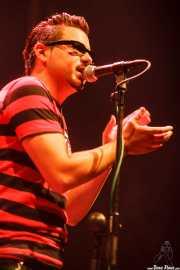 Igor Martínez, cantante de Santiago Delgado y los Runaway Lovers, Kafe Antzokia, Bilbao. 2009