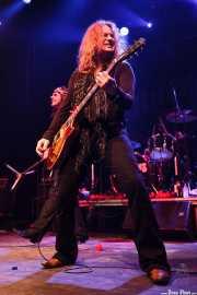 """Jonathan Gray """"Spike"""" -voz- y Paul Guerin -guitarra- de The Quireboys, Kafe Antzokia, Bilbao. 2009"""