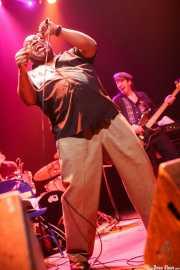 Barrence Whitfield -voz- y bajista, Kafe Antzokia, Bilbao. 2009