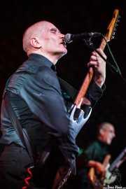 Wilko Johnson -voz y guitarra- y Norman Watt-Roy -bajo- de Wilko Johnson Band, Arriola Kultur Aretoa, Elorrio. 2009
