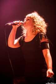 Rakel Canales, teclista y cantante de The Dirty Pink Ladies, Plateruena Antzokia, Durango. 2010