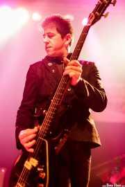 Fumai, bajista de Roy Loney & Señor No (Plateruena Antzokia, Durango, 2010)