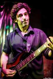 Juan Uribe, bajista y cantante de The Fakeband, Bilbao. 2010
