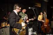 Alex Hall -batería-, Joel Peterson -guitarra-, Deke Dickerson -voz y guitarra- y Beau Sample -contrabajo- de Deke Dickerson and the Modern Sounds, Hotel Casa Fuster, Barcelona. 2010