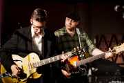 Joel Peterson -guitarra- y Deke Dickerson -voz y guitarra- de Deke Dickerson and the Modern Sounds, Hotel Casa Fuster, Barcelona. 2010