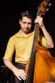 Beau Sample, contrabajista de Deke Dickerson and the Modern Sounds, Hotel Casa Fuster, Barcelona. 2010