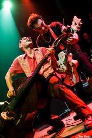 Carlos López -contrabajista- y Pedro Herrero -guitarrista- de Vinila von Bismark & The Lucky Dados, Kafe Antzokia. 2010