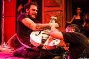 Pedro Herrero, guitarrista de Vinila von Bismark & The Lucky Dados, Kafe Antzokia. 2010