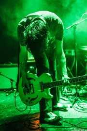 Gavin Jay, bajista de The Jim Jones Revue (Le Poisson Rouge, Nueva York, 2010)