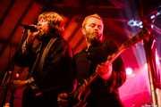 Ebbot Lundberg -voz- y Mattias Bärjed -guitarra- de The Soundtrack of Our Lives (Turborock, Sarón, 2010)