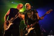 Daryl Smith -guitarra- y Steve Burgess -bajo- de Cock Sparrer (Landako Gunea, Durango, 2010)