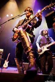 Maika Makovski -guitarra y voz- y JC Luque -bajo- de Maika Makovski, Kafe Antzokia, Bilbao. 2011