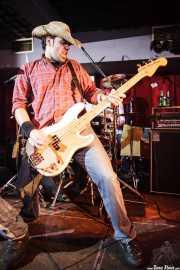 Elier Arbaiza, bajista de Toni Metralla y los Covernícolas, Sala Edaska, Barakaldo. 2011