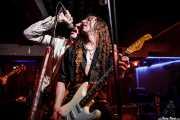 """Iñaki Urbizu """"Pela"""" -cantante- y Joseba B. Lenoir -guitarrista- de Sumisión City Blues, Sala Edaska, Barakaldo. 2011"""