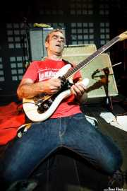 Alfredo Romero, guitarrista  de The Longboards (Biribay Jazz Club, Logroño, 2011)