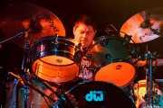 """Ruben """"Cougar"""" Estrada, baterista de Los Lobos, Sala Rockstar, Barakaldo. 2011"""