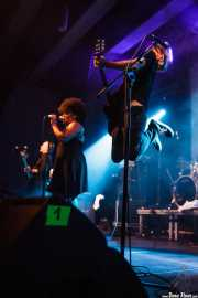 Bob Venum y Lisa Kekaula, de The Bellrays, Escenario Santander, 2011
